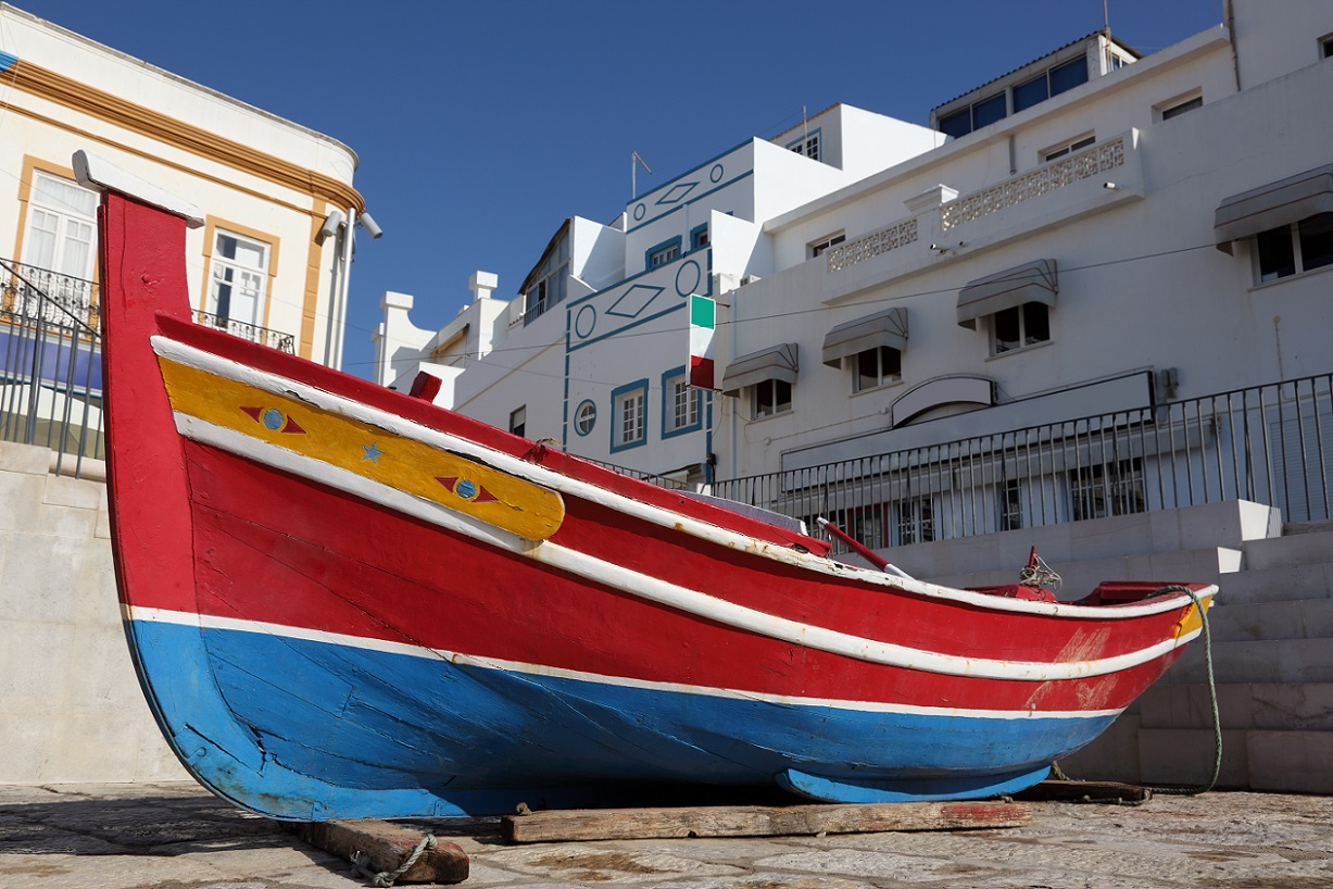 TRADITIONAL FISHING BOAT ALGARVE_PORTUGAL WEB
